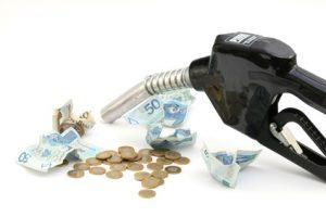 polskie pieniądze, złotówki, paliwo, tankowanie paliwa